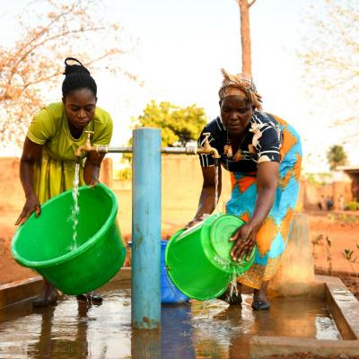 Women collect water in Malawi